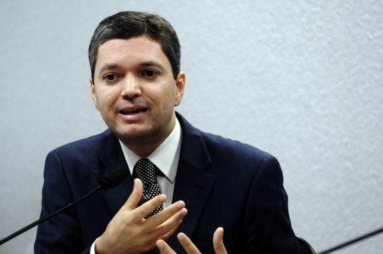 Ao pedir demissão, ex-ministro disse a Temer que 'não queria se tornar um problema'