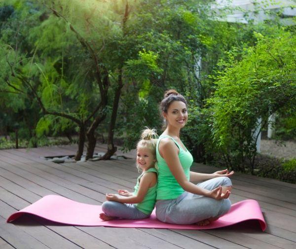 Le yoga pour enfants : une activité ludique qui favorise la concentration et l'apprentissage ! chouettebox.com
