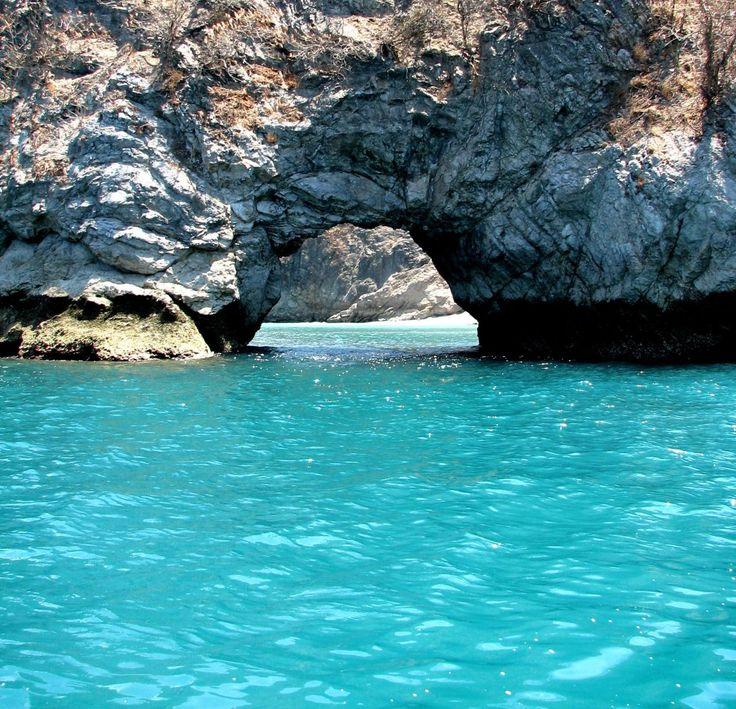Tortuga Island en Costa Rica es muy bonita. Usted puede ir a bucear y relajarse en la playa.