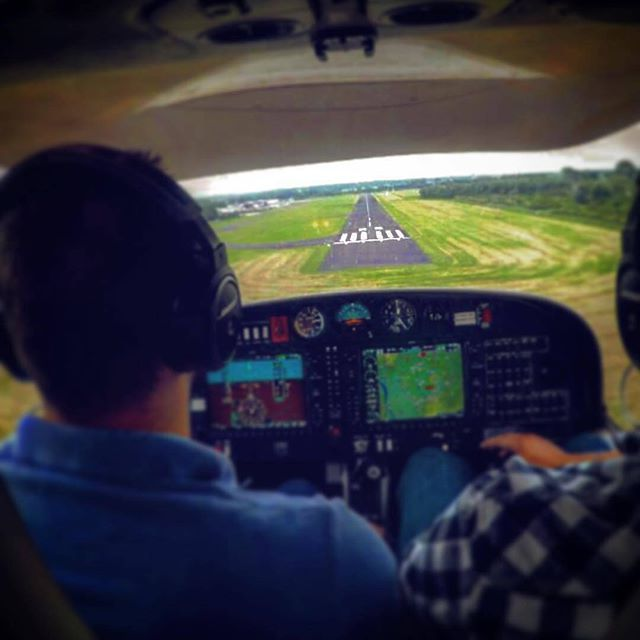 :  @EmbilOnur  - On Final, Runway 08 with Diamond DA40 ➡️WWW.PILOTEYES737.COM⬅⠀ ➖➖➖➖➖➖➖➖➖➖➖➖➖➖➖➖⠀  BECOME AN AIRLINE PILOT TODAY!⠀  I have a BOOK to guide you step by step with 102 pages, full of information based on 7 years of experience.⠀ ✅ How to buy & Read it now?⠀ ℹ Visit © WWW.PILOTEYES737.COM⠀  Only $19.99 - Best book in the market⠀ ➖➖➖➖➖➖➖➖➖➖➖➖➖➖➖➖⠀  Follow us at Facebook (Piloteyes737) ⠀ ♻ Post your aviation pictures and now VIDEOS under the #piloteyes737 tag and ...