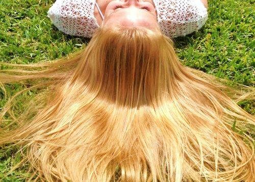 capelli biondi schiarire sbiondire rimedi naturali fai-da-te metodi casalinghi