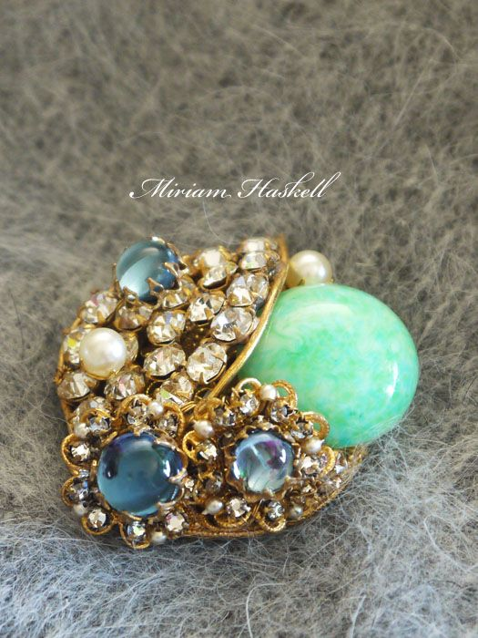 グリーンとブルーガラスのアンティークブローチ MIRIAM HASKELL(ミリアムハスケル)