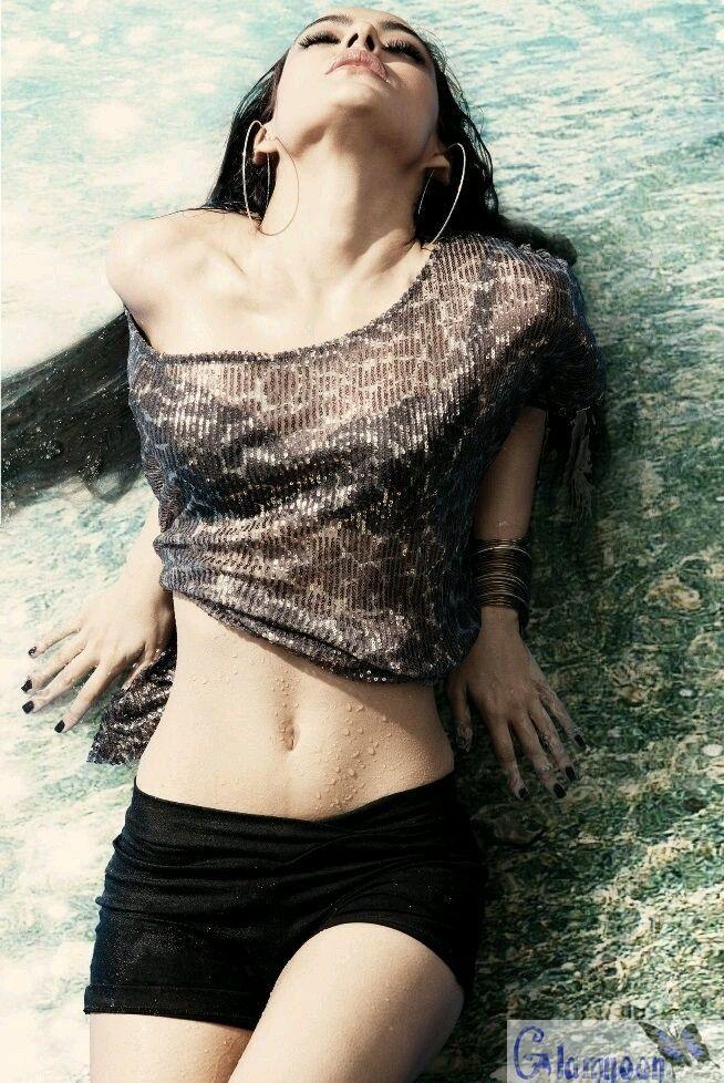 Sexy Unseen Indian girls pic: Neha sharma topless hot avtar