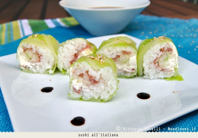 sushi all'italiana (foglie di verza, prosciutto crudo, philadelphia)