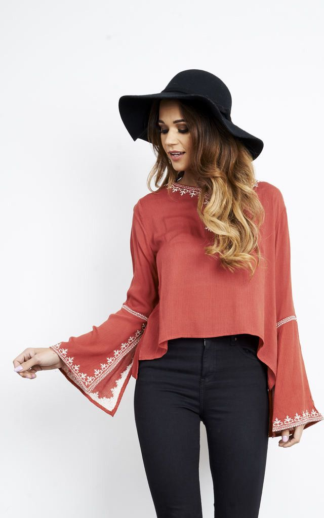 Work this boho top this autumn! With its dressy bell sleeves, it works well both day and night. Looks fab paired with jeans and ankle boots.