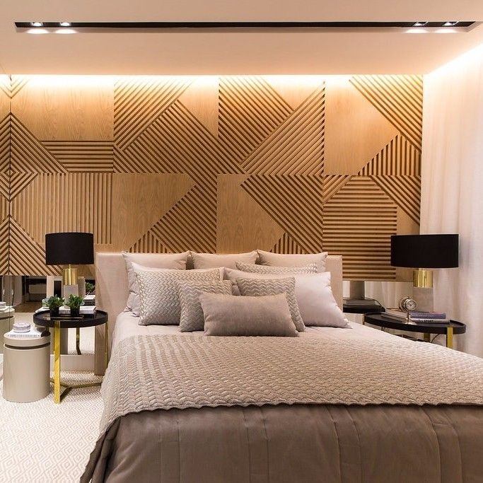 The slatted wood panel is featured in this master suite. The composition of the …  – Deko