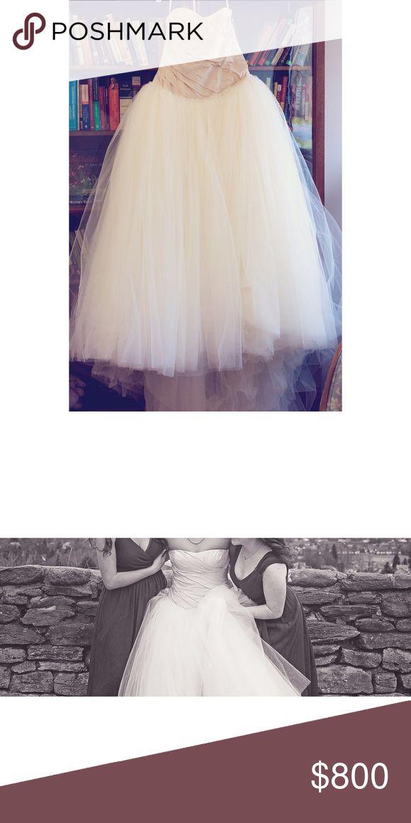 Vera Wang Wedding dress Champagne colored Vera Wang Wedding Gown. Vera Wang Dresses Wedding
