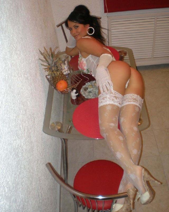 horny-girls-stockings-black-dark-nude-woman