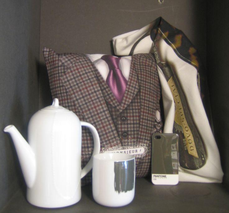 gris dandy chic avec : bonjour mon coussin, menu, pantone, grain de couleur