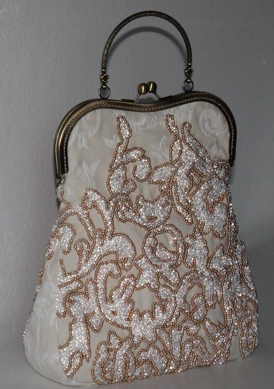 Handmade by Renata Vespa. Beaded purse.