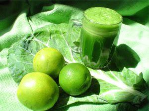 Suco Verde (minha receita - Luana)  1 ou 2 folha(s) de couve c/ talo 1 maçã 2 rodelas de abacaxi 1 limão (sumo) ou 1 laranja (sumo) Pedaço pequeno de gengibre 200ml de água ou água de coco  Bater no liquidificador e tomar pela manhã pelo menos 3x p/ semana.