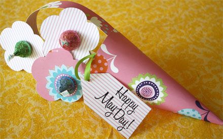 Too cute - cant wait to make them!Little Girls, Chocolates Flower, Mothers Day, Paper Flower, Parties Favors, Kids Crafts, Hershey Kisses, Free Printables, Baskets Ideas