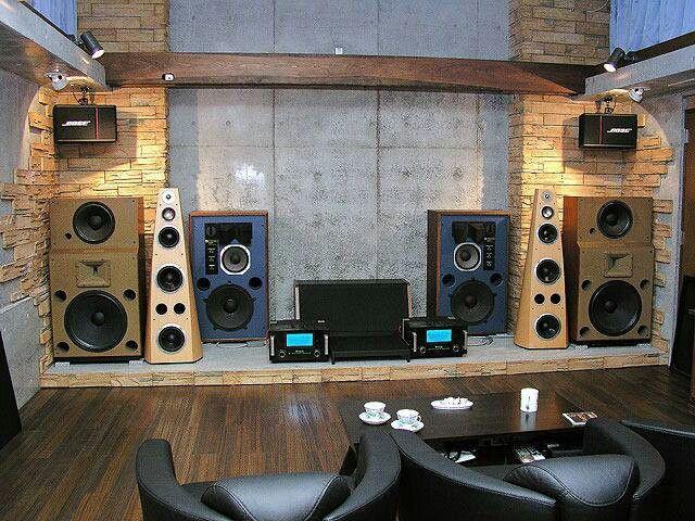 Sweet speaker and audio setup.