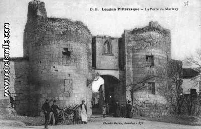 La Porte de Martray 86200 LOUDUN vienne (86).-  D'ailleurs la fin de ce voyage en Poitou de 1675 semble être fortement motivée par la recherche de preuves de sa noblesse ancienne. Son itinéraire passe par Loudun, berceau de Jean d'Aubigné, où elle compte retrouver un portrait de ses ancêtres, puis par Chinon, où se trouve, dans l'église, le tombeau de Savary d'Aubigny, et par le chateau de Richelieu, où elle récupère un titre vieux de 300 ans, d'un Jacquelin d'Aubigné