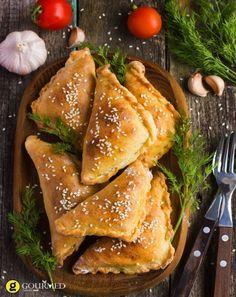 Εύκολα σπιτικά τυροπιτάκια κουρού - gourmed.gr