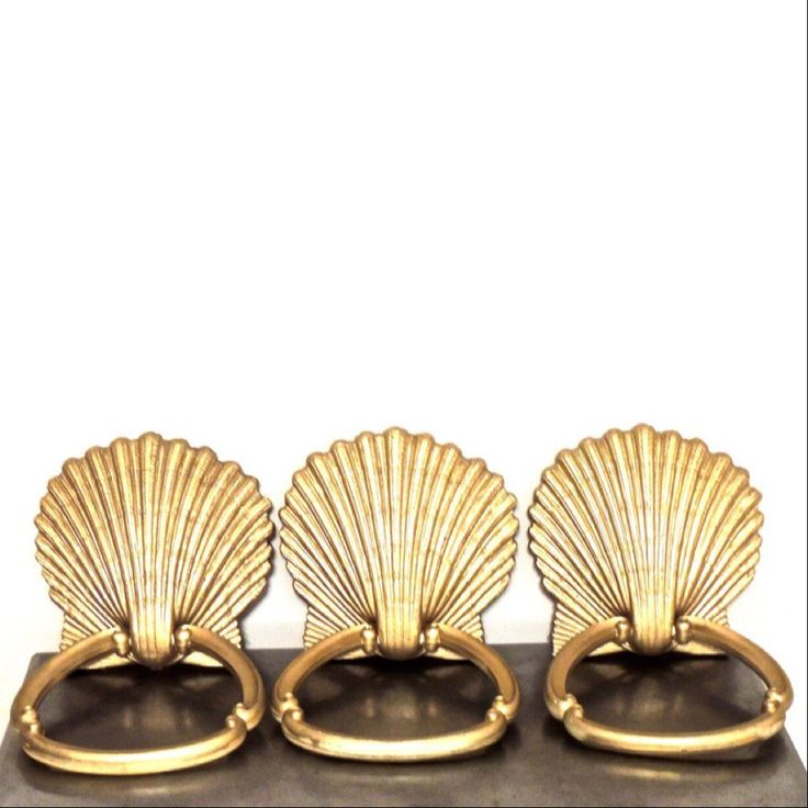 Vintage 1970s midcentury gold shell towel rings/bars; some extremely minor signs of light-normal age/use but overall fantastic condition. 3 available. Price is for ONE towel bar.