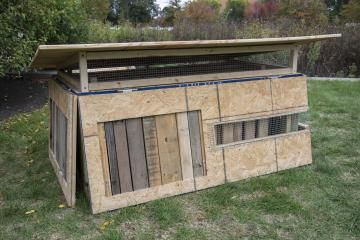 Transformer chicken coop: When not in use, this coop collapses for easy transport and to take up less space.   4 Fancy Chicken Coop Designs   Living the Country Life   http://www.livingthecountrylife.com/animals/chickens-poultry/4-fancy-chicken-coop-designs/