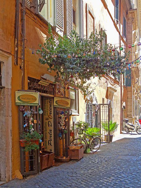 Rome La Perla D' Oriente Shop,Roma,Italy