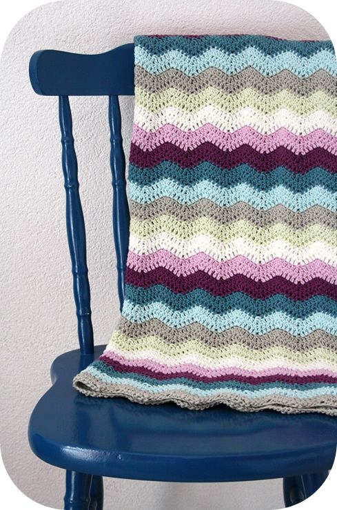 Rippled blanket. The pattern is the Summer Time Ripple by Le monde de Sucrette. Pattern here http://www.lemondedesucrette.com/2011/08/05/summer-time-ripple-the-graphic-pattern/