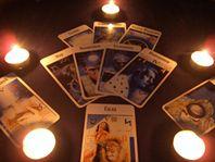 Медитации на карты таро  Большинство из нас считает, что карты Таро существуют только для гадания: для раскрытия будущего, для работы со своим подсознанием, для раскрытия тайн других людей. Но карты – воплощение очень мощного эгрегора Таро, силу которого можно использовать и для реализации своих целей. Так как мы можем использовать силу арканов Таро для ритуалов и для медитаций? Для начала, конечно, понадобится колода Таро, прежде всего это должна быть известная, популярная колода – так как…