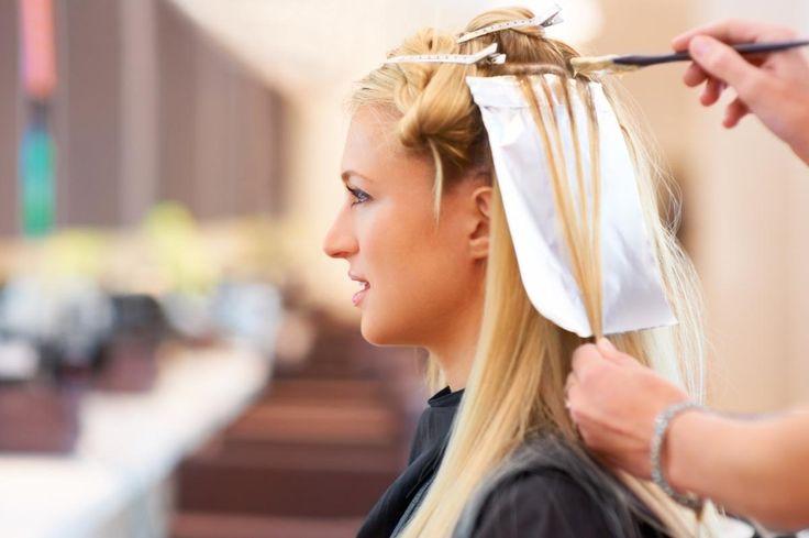 Ben je op zoek naar een haarkleur die écht bij je past? Twijfel niet langer, want hier kan je de test doen. Kies jij voor asblond of kastanjebruin?
