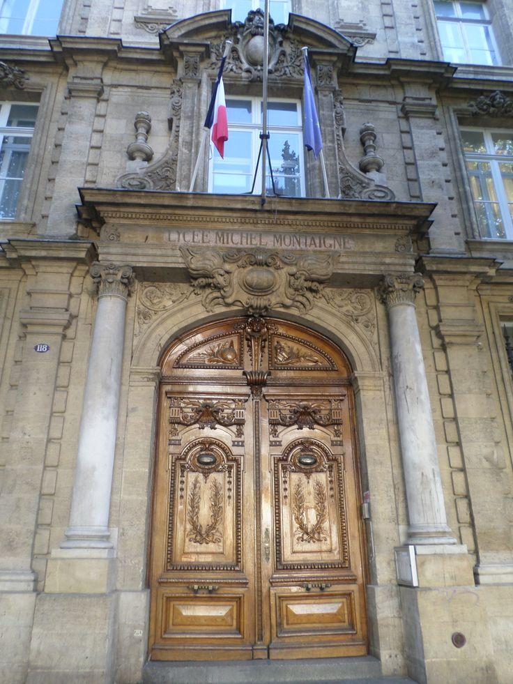 Ce matin, direction le Lycée Montaigne où une porte majestueuse accueille le visiteur !