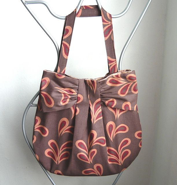 Tote bag with a beautiful bow