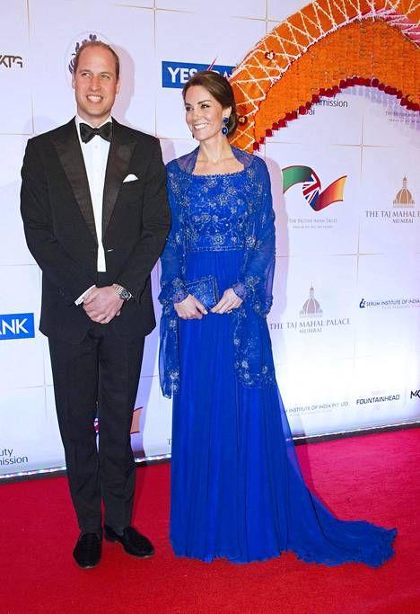 Prinssi William ja herttuatar Catherine osallistuivat Bollywood-teemaiseen hyväntekeväisyysgaalaan. Prinssipari tapasi gaalassa runsaasti A-luokan Bollywood-tähtiä.