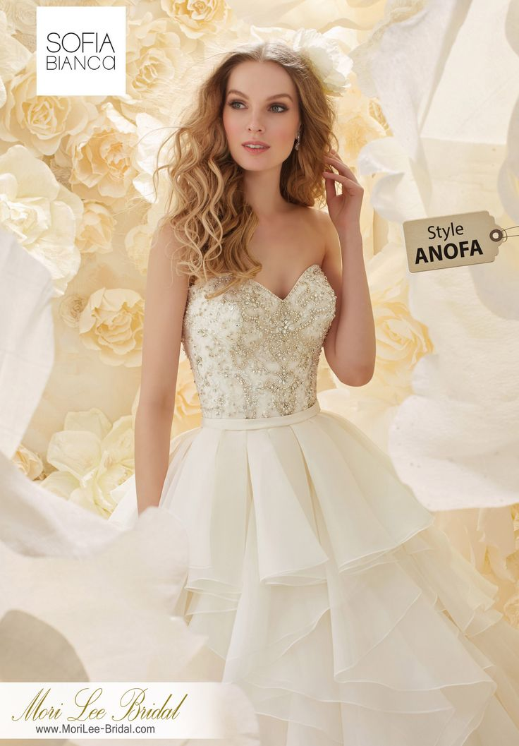 Dress Style ANOFA A strapless crystal beaded bodice on a full flounced organza skirt. Inventario de Bogotá Talla 10 Color Ivory