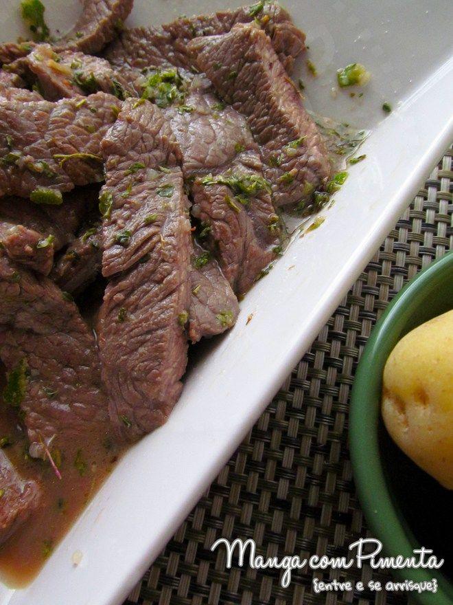 Tirinhas de Alcatra com Limão e Orégano by Nigella, perfeito para o almoço. Clique na imagem para ver a receita no Manga com Pimenta.