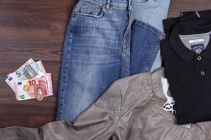 Aus Kleidung Geld zu machen, ist einfacher, als man denkt. Und dafür müsst ihr euch nicht unbedingt stundenlang die Beine in den Bauch stehen: Mit unseren Tipps werdet ihr eure nicht mehr getragenen Teile auch ohne Flohmarkt los!