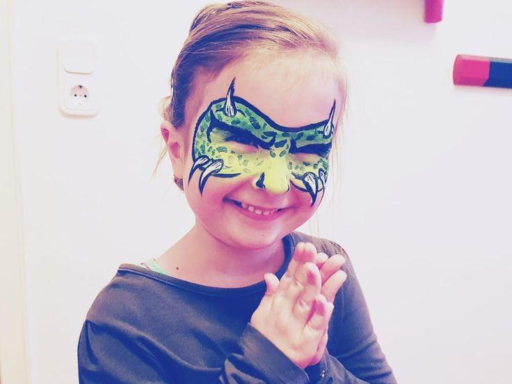 #schminkanleitung #halloween #kinderschminken #monster #schrittfürschritt #Anleitung #einfach #gesichtsbemalung #monstermaske #schminken #kinder