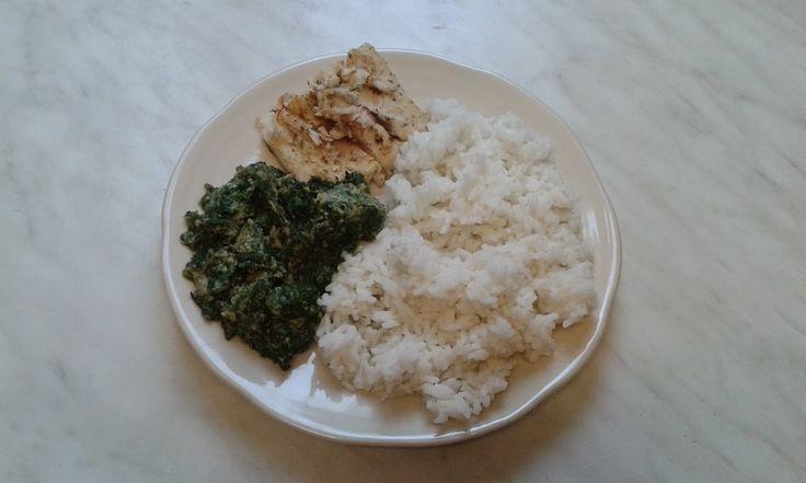 rýže, filé a špenát s vejcem