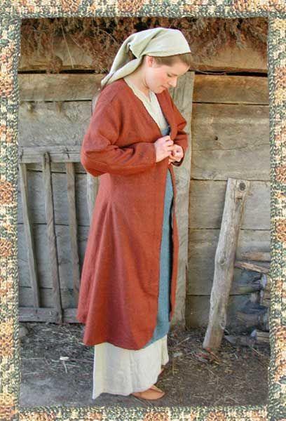 7edfefc4ae21 Historiska Världar - Dräkter - Vikingatida kvinna - Kappa Projekt om  historiska världar. Dräkter mm