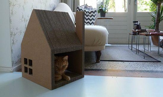 Krabhuis Cardboard Cat Playhouse