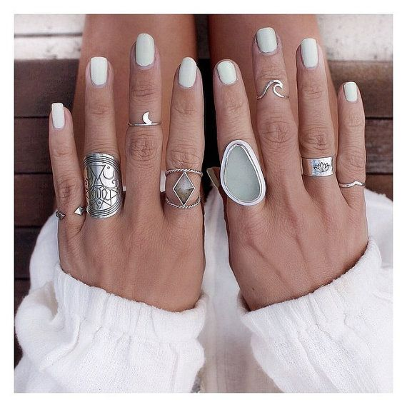 Hey, I found this really awesome Etsy listing at https://www.etsy.com/listing/199283454/endless-wave-sterling-silver-midi-ring