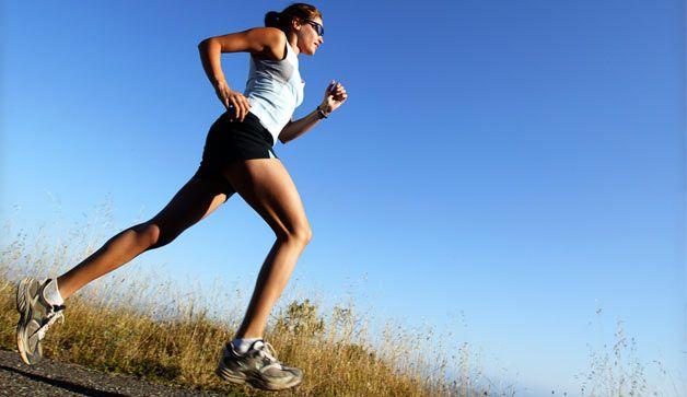 Drogie Panie, przedstawiamy Wam 10 par butów stworzonych do wiosennych treningów biegowych oraz fitnessu. Są one nie tylko wygodne, ale także amortyzują wstrząsy i zachwycają wyglądem. Przygotuj się do sezonu już teraz!
