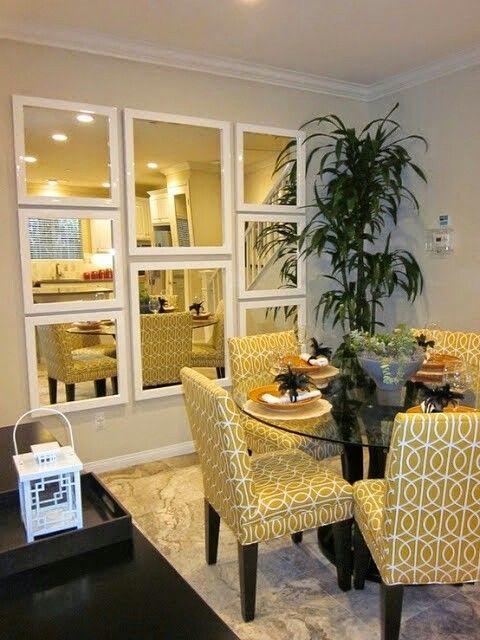 Espelhos  estão super em alta na sala de jantar , aliás na casa inteira!  Eles ampliam, iluminam e dão um toque sofisticado a decoração .   ...