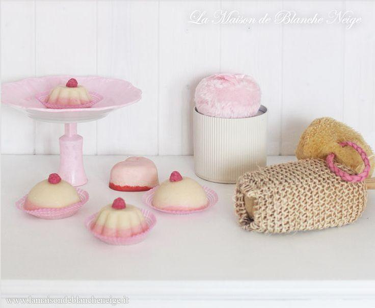 Handicraft soap Exfoliating handmade Coconut and Strawberry Bar Soap Www.atelierbiancaneve. it
