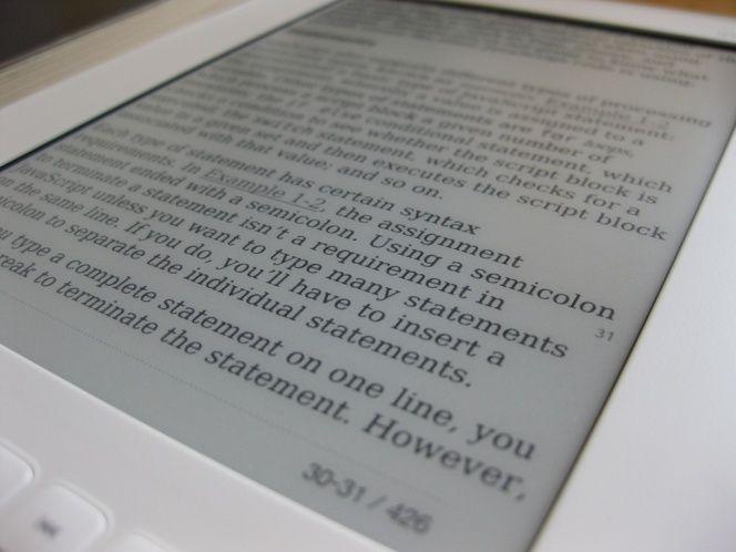 El verano es ese momento que muchos utilizan para ponerse al día o retomar el placer de la lectura, que en muchas ocasiones se realiza ya desde tablets o dispositivos como los Kindle de Amazon. Todos ellos ofrecen tiendas donde comprar títulos, pero hay una vasta red de webs en las que obtener ebooks de forma gratuita y legal.