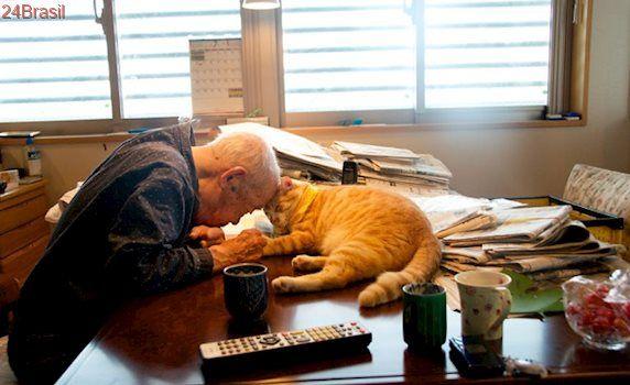 Vida de senhor de 94 anos muda completamente após adotar gato