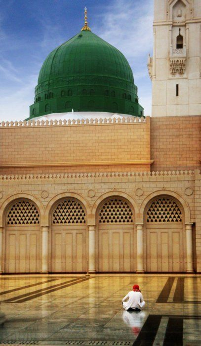 "Masjid Nabawi... A beautiful quote ~~ ""Someone asked him, ""Do you pray because it makes sense?"" He replied, ""No, I pray because my life does not make sense without prayers!"""