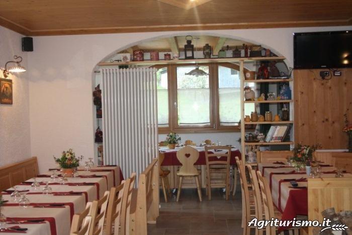 """Arredo Pub Pizzerie Ristoranti MAIERON SNC www.mobilificiomaieron.it  - https://www.facebook.com/pages/Arredamenti-Pub-Pizzerie-Ristoranti-Maieron/263620513820232 - 0433775330.  Tavoli e sedie Ristoranti, credenze, Camere da letto complete per alberghi e B&B presso """"agritursmo al Borg"""" a Cleulis di Paluzza (Ud). Produzione Mobilificio maieron arredo ristoranti, Arredo agriturismo, Arredo B&B. #arredoRistorantemaieron #arredoristorante #tavoliesedie  #camereB&B , #camereagriturismo"""