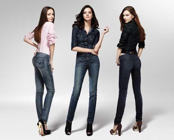 Ketika membeli celana jins, pilih yang potongannya dapat mengekspos kelebihan dan meyamarkan kekurangan tubuh kamu. Jika kamu memiliki bokong terlalu datar, atau kamu merasa tidak cukup feminin, jangan panik.