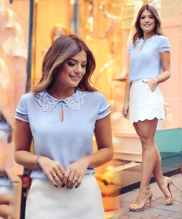 {Verão17} Escolha perfeita! @arianecanovas deslumbrante, usando nossa blusa com a gola bordada & short-saia barra de ondas. #lookdedomingo #elegancia #off&blue #bordado #rosas #chique #delicate