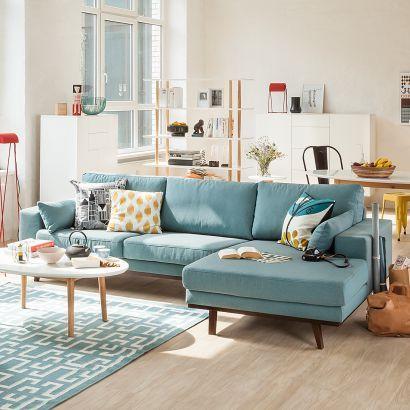 Canapé bleu pour rythmer la déco du salon http://www.m-habitat.fr/par-pieces/salon-et-salle-a-manger/salon-choisir-le-mobilier-adapte-2703_A #salon #bleu