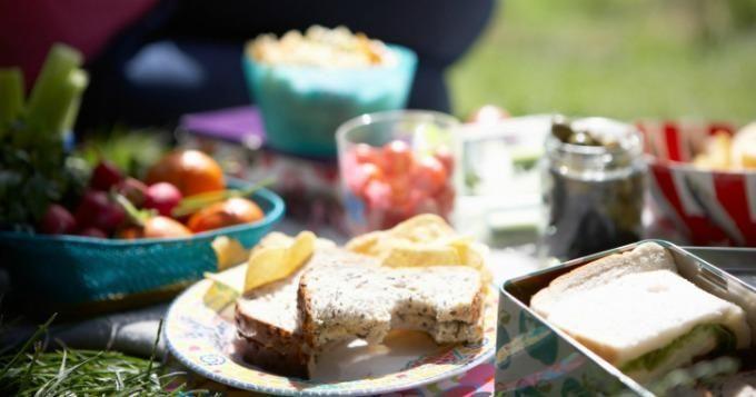 Top 10 des aliments pour un pique-nique économique | CuisineAZ Promos