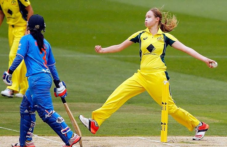 """Lauren Cheatle (b 1998) Australian cricketer; debuted in the Australia women's national cricket team WT20 (2016), WODI and Ashes squads (2017); member of the """"Southern Stars"""" Australian women's national cricket team; https://twitter.comthernStars"""