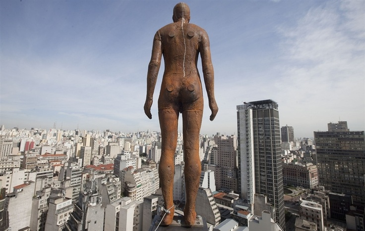 Sao Paulo citizens mistake Antony Gormley statues as suicide attempts - PhotoBlog