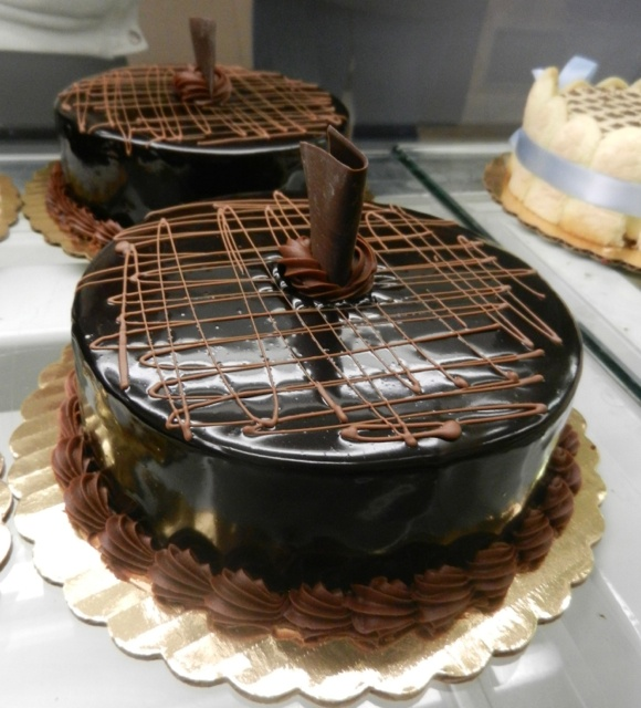 Cake Boss Chocolate Icing Recipe : 1000+ images about Cake Boss Creations on Pinterest